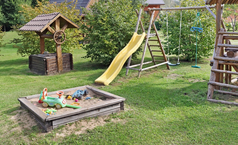 Fabriquer Un Petit Pont De Bois fabriquer une aire de jeux extérieure pour enfant - nos conseils