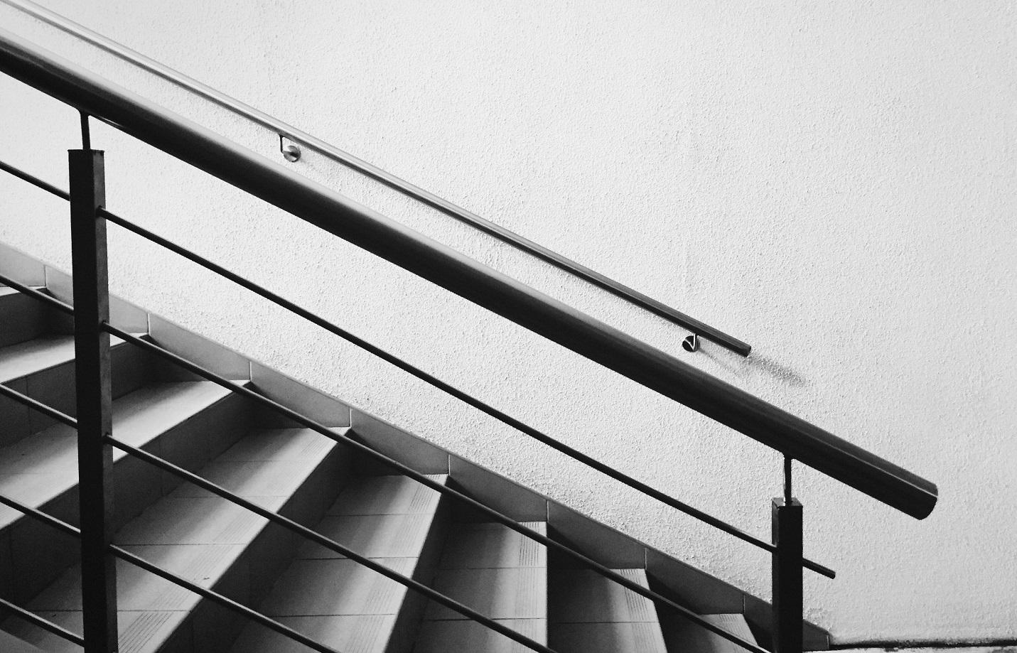 Peindre Une Cage D Escalier En 2 Couleurs décoration de l'escalier d'intérieur : montée, marches et