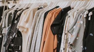 Mes 11 meilleures astuces pour le rangement de vos vêtements