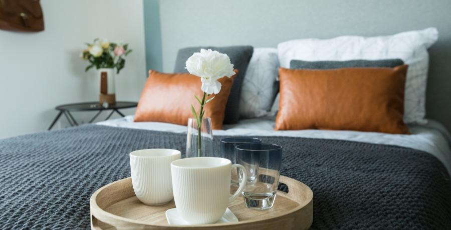 amenager-chambre-13m2-style-cocooning-astuces-tasses