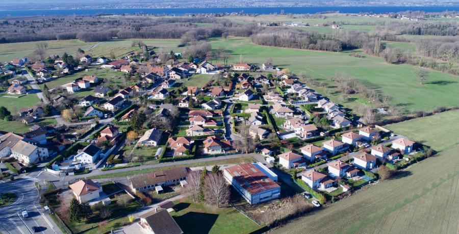 vue aérienne programme immobilier neuf à Douvaine - Aubonne : les carrés d'Orion, duplex-jardin
