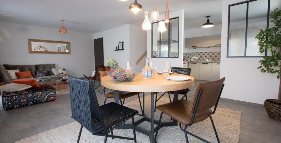 Programme immobilier neuf à Vougy : les Carrés des Valérianes, duplex-jardin salle à manger