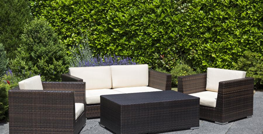 cacher-terrasse-voisins-idees-amenagement-originale-salon-de-jardin