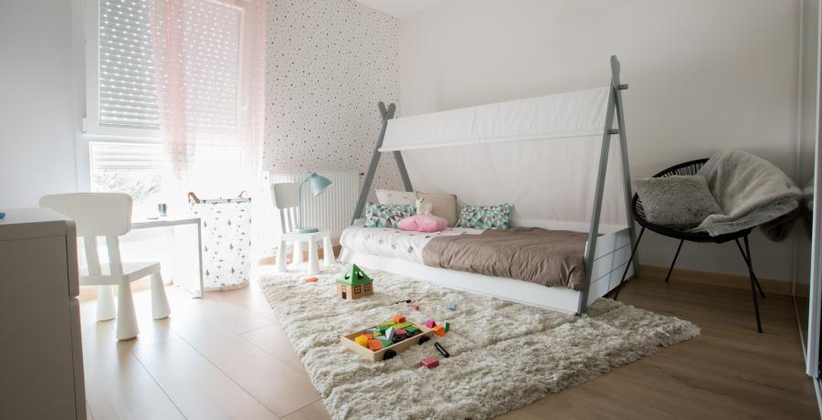 programme immobilier neuf à jons: les carrés du golf, duplex-jardin chambre enfant