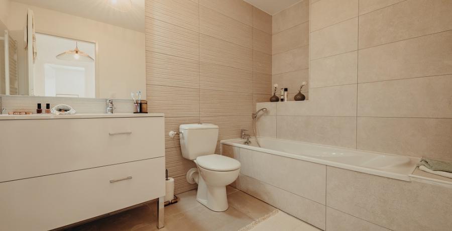 programme immobilier neuf à labastidette : les carrés horizon, duplex-jardin salle de bain