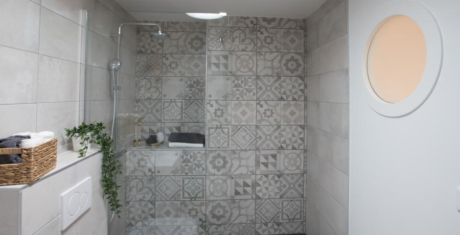 programme immobilier neuf à veigy-foncenex : les carrés de foncenex duplex jardin chambre salle de bain