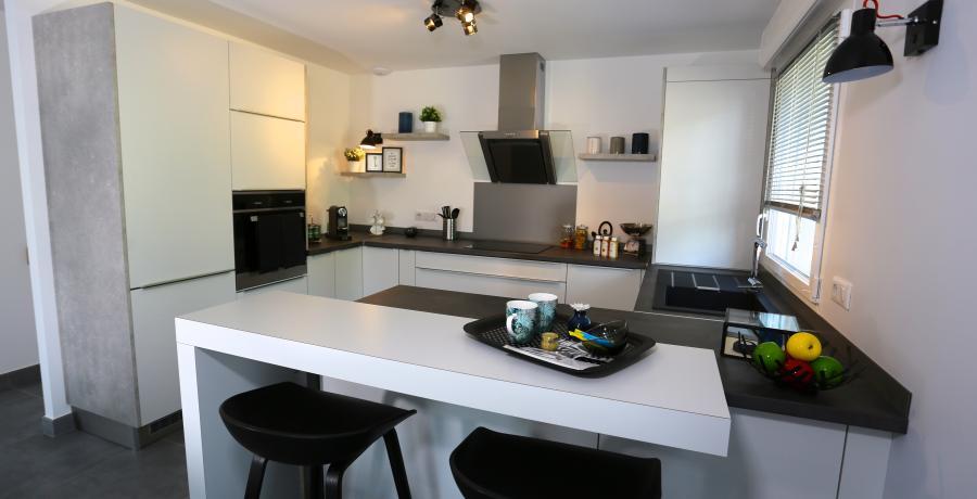 programme immobilier neuf à veigy-foncenex : les carrés des sens, duplex-jardin cuisine