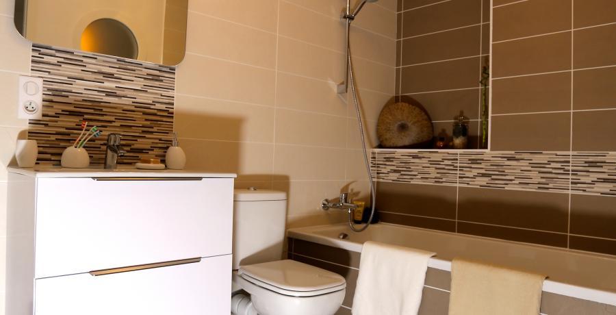 programme immobilier neuf à Faverges : les carrés du Sapin Bleu, duplex-jardin salle de bain
