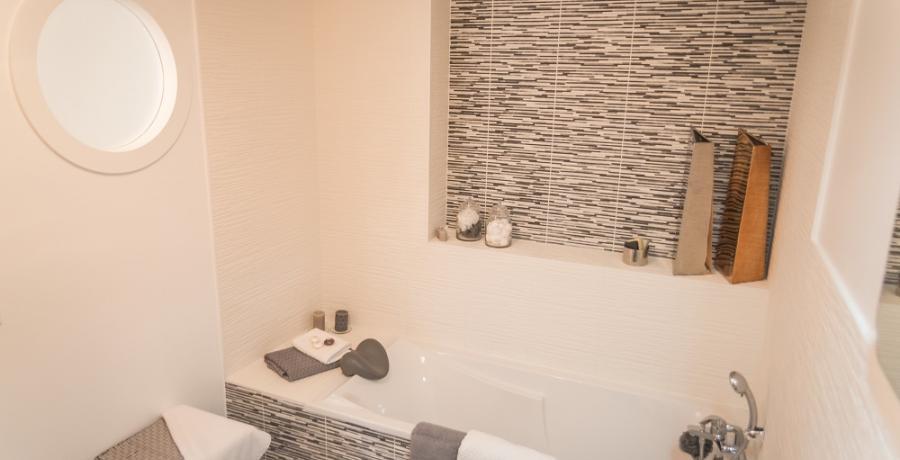programme immobilier neuf à Chassagny : les carrés du Côteau duplex-jardin salle de bain