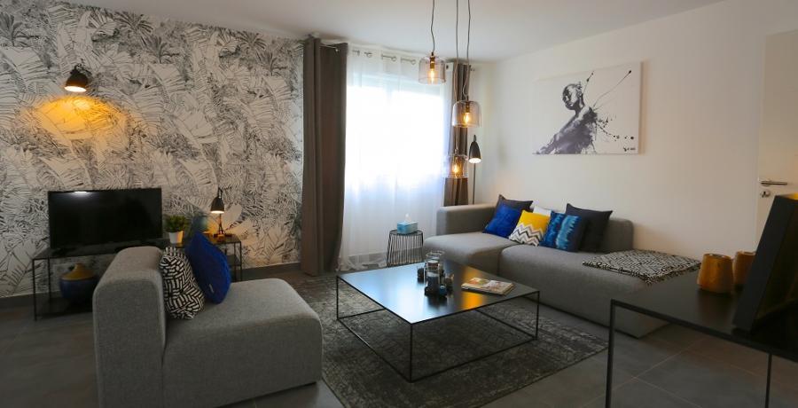 programme immobilier neuf aux clefs : les carrés du belle fleurie duplex-jardin salon