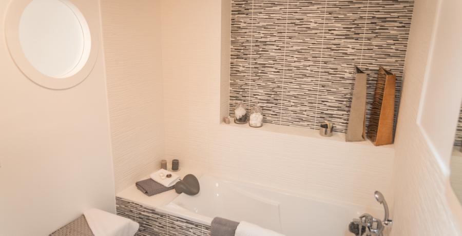 Programme immobilier neuf à Saint-Bonnet-de-Mure : les Carrés du Bois, duplex-jardin salle de bain