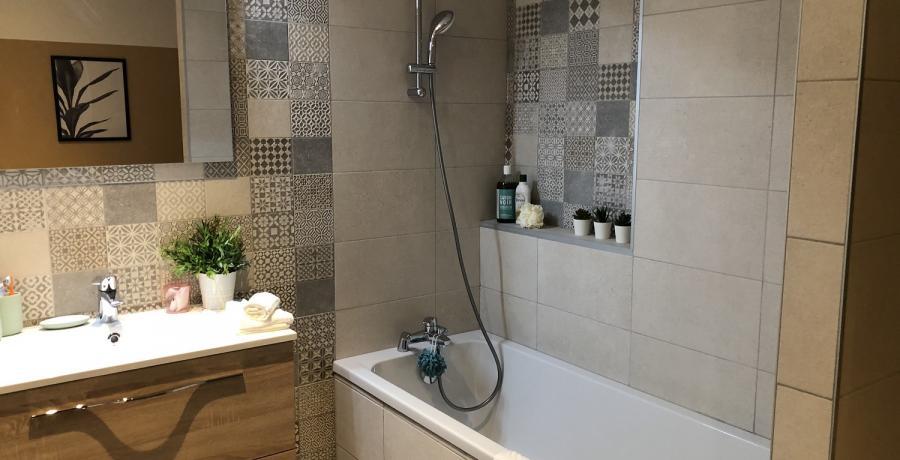 Programme immobilier neuf à Devecey : les Carrés du Clos des Chênes, duplex-jardin salle de bain