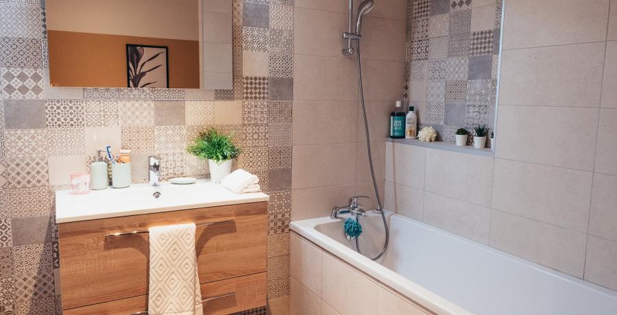 Programme immobilier neuf à Boussières : les Carrés des Vignes, duplex-jardin salle de bain